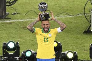 Dani Alves s cenou pre najlepšieho hráča Copa América 2019.