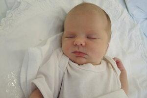 Eliška Marjenková (3100 g, 50 cm) sa narodila 21. júla Petre a Patrikovi z Omšenia.