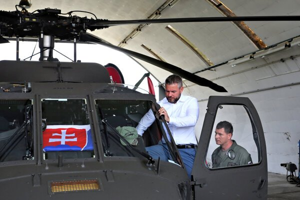 Premiér Pellegrini si vyskúšal aj Black Hawk.