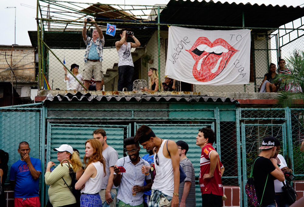 Kubánci žijúci blízko štadiónu mali koncert zadarmo.