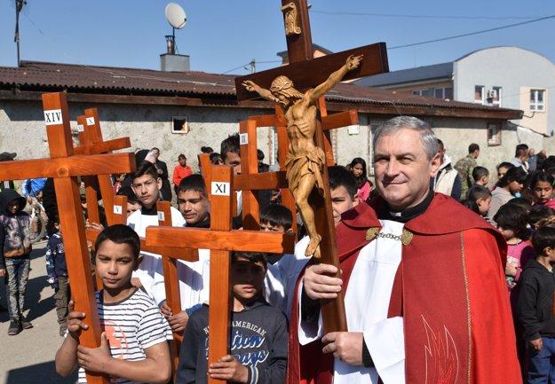 Rímskokatolícky kňaz Jozef Gnip z trebišovského farského úradu.