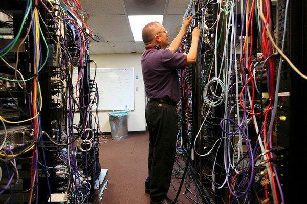 Paul Vixie sa vývoju internetových protokolov venuje od začiatku 80. rokov. Vytvoril niekoľko široko používaných internetových štandardov. V súčasnosti je šéfom bezpečnostnej firmy Farsight Security.  Od roku 2014 je členom Internetovej siene slávy. Slove