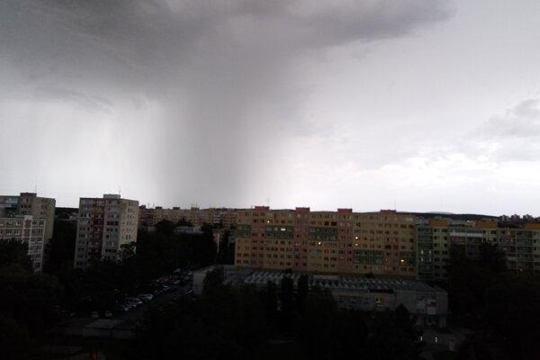 Búrkový mrak nad Košicami.