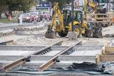 Rekonštrukcia električkovej trate v Karlovej Vsi napreduje