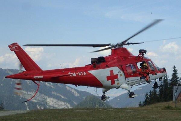 V piatok popoludní bol v akcii aj záchranársky vrtuľník.
