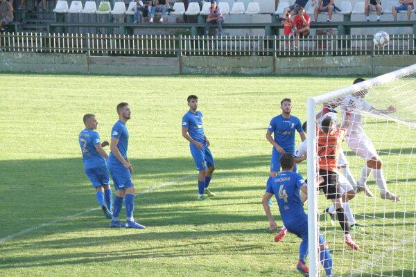 Nové Zámky sa s Gabčíkovom (v modrom) rozišli zmierlivo po remíze 2:2.