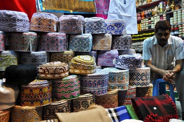 Typické ománske čiapočky, ktoré tu nosia muži