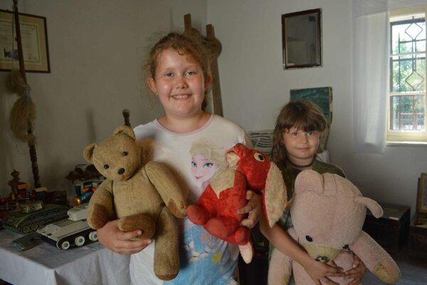 Sestry Bianka a Timea Kopúňové zaujalo množstvo hračiek.