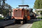 Do asfaltu sa zahryzli stroje.