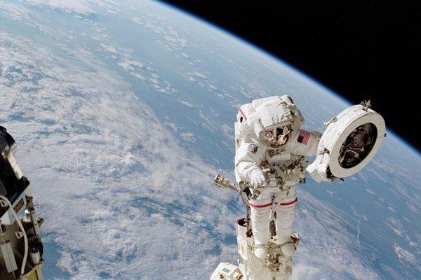 Let k ďalekým vesmírnym cieľom sťažuje  žiarenie. Neďaleko Zeme je bezpečnejšie.