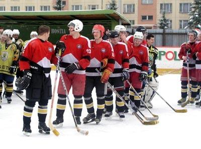 zamyslení hokejisti brezna. v sobotu im pomedzi prsty prekĺzlo víťazstvo nad bardejovom.