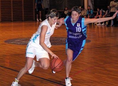 basketbalistkám agm v súboji s deltou nepomohlo ani 14 bodov najlepšej strelkyne súťaže dagmar huťkovej (vľavo).