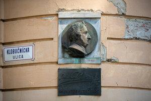 Skladateľ Ján Nepomuk Hummel sa narodil v Prešporku, ale zrejme mie tam, kde je pamätná tabuľa.