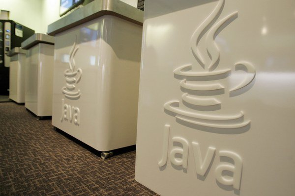 Programovací jazyk Java majú webové stránky aj niektoré aplikácie, ktoré používame.