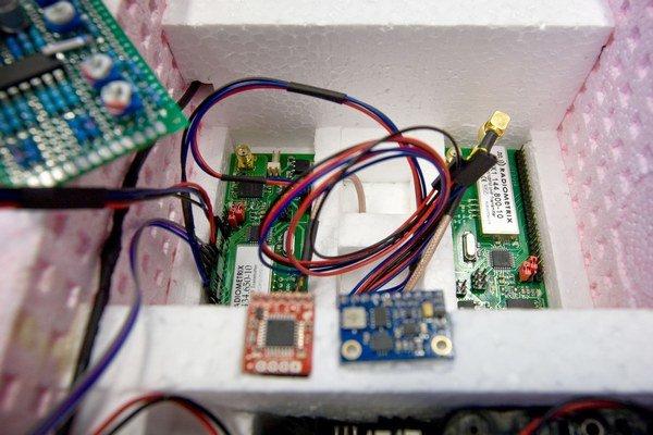 Malé elektronické prístroje aj kamery. Konštrukcia modulu je takmer hotová, otázkou už zostáva iba počasie.