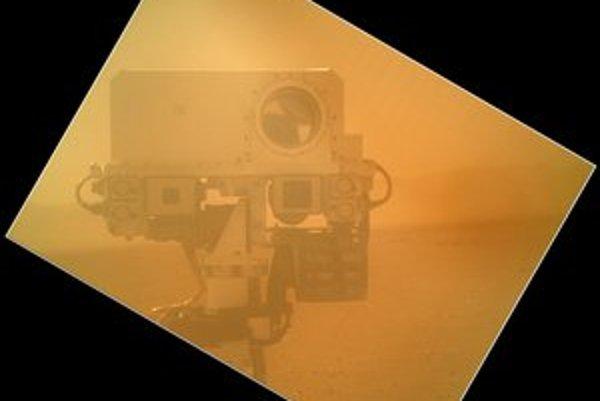 Curiosity už prešlo na Marse viac ako sto metrov.