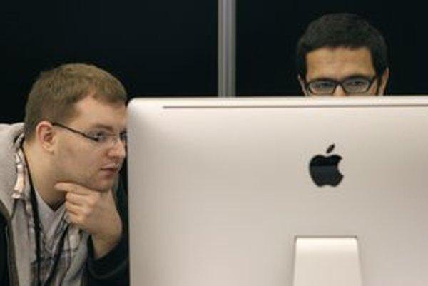Úspech týždňa? Apple vyhral patentovú vojnu, Samsung mu za skopírovanie iPhonu a iPadu zaplatí miliardu dolárov.