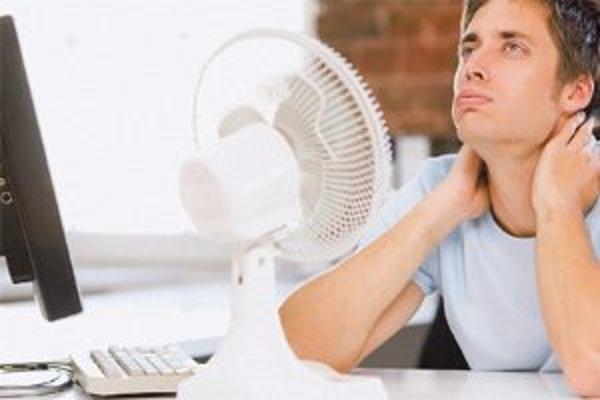 Počítač je na teplo i chlad ešte citlivejší  ako človek. Ochráňte ho pred priamym slnkom.
