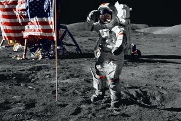 Pristátie na Mesiaci sa považuje za jednu z najdôležitejších udalostí 20. storočia. Ľudia sa tam môžu vrátiť. Odštartujú v module, potom sa spoja s väčšou stanicou.