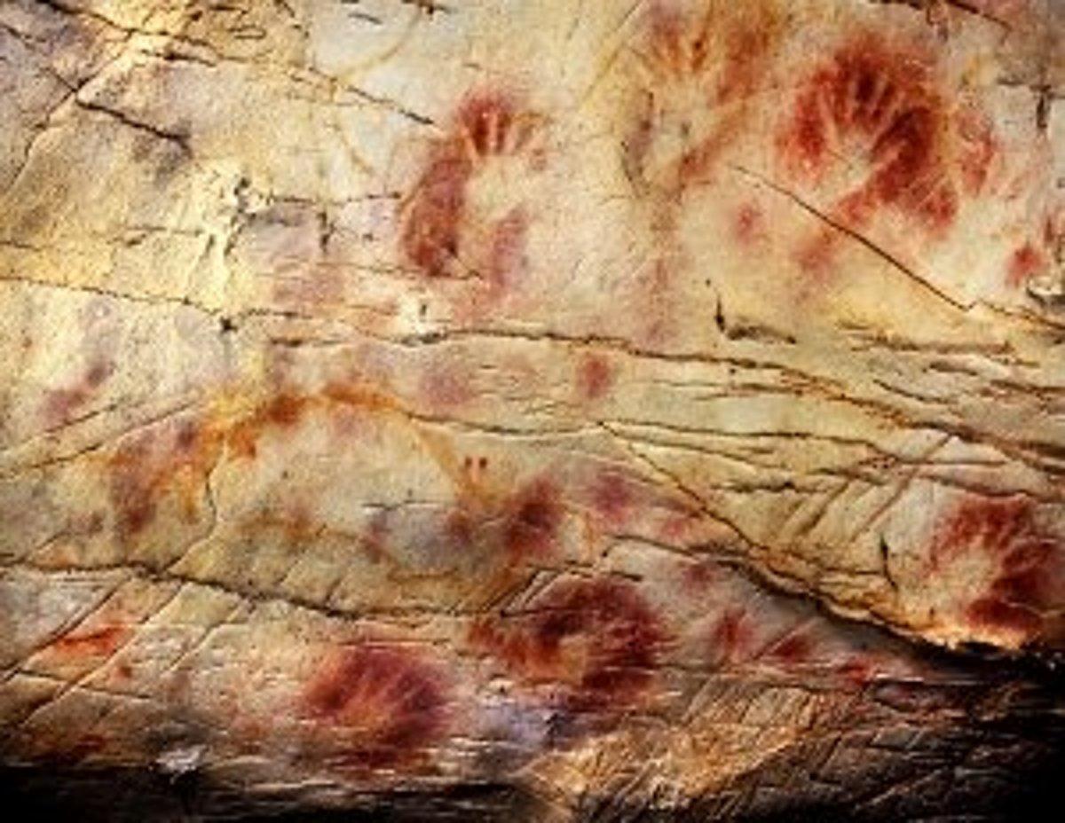 Veľkou pyramídou v Gize. Podľa rádiokarbónového datovania sa zistilo, že skamenelé korene.