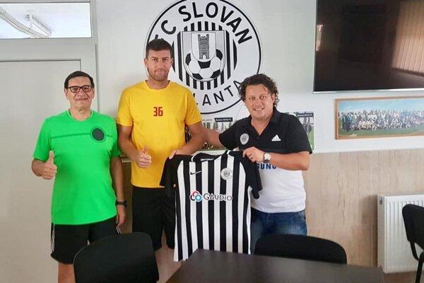 Ľubomír Michalík (v strede) bude pôsobiť v Galante.