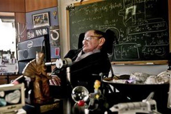 Stephen Hawking vo svojej kancelárii na univerzite v Cambridge.