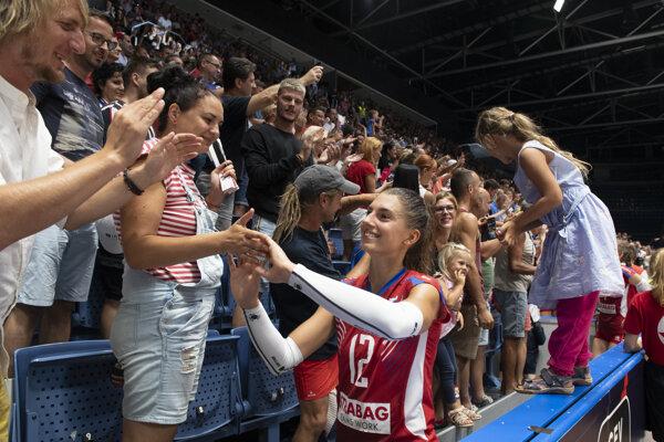Nikola Radosová ďakuje fanúšikom.