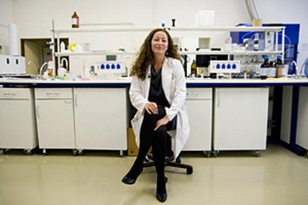 PharmDr. Anna Hrabovská, PhD vyštudovala Farmaceutickú fakultu UK Bratislave. Pôsobila na Eppley Institute, University of Nebraska Medical Center v Spojených štátoch, v Centre de Recherches du Service de Sante des Armees vo Francúzsku, na Ecole Normale Su