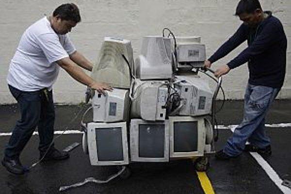 Obmedziť sťahovanie filmov či softvéru z webu sa pokúšali Francúzi. Američania veria v úspech.