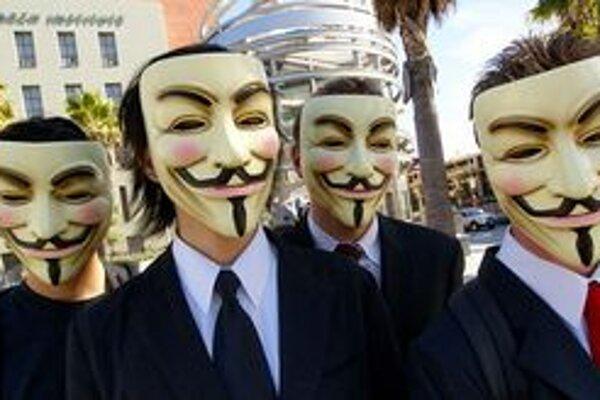 Členovia Anonymous na verejnosti vystupujú zásadne v maskách.