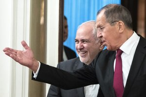 Iránsky minister zahraničných vecí Mohammad Džavád Zaríf s ruským kolegom Sergejom Lavrovom.