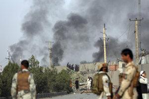 Taliban zaútočil na medzinárodný komplex v afganskom Kábule.