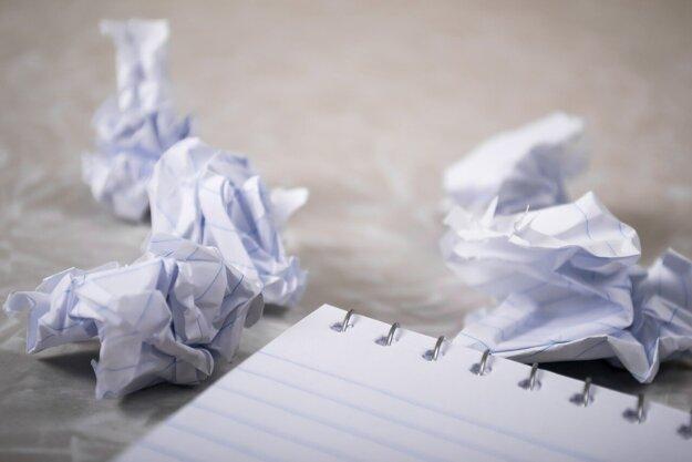 Do kontajnera na papier PATRIA: Noviny, časopisy, kancelársky papier, reklamné letáky, stlačené krabice,kartóny, papierové obaly, papierové tašky.