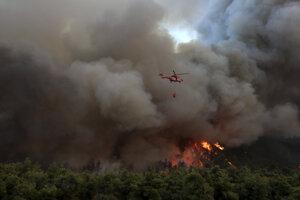 Pilot zahynul pri nehode počas hasenia lesného požiaru.