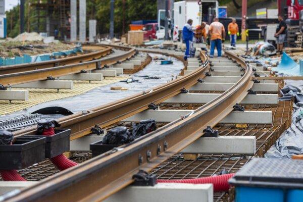 Rekonštrukcia električkovej trate z Karlovej Vsi do Dúbravky v Bratislave.