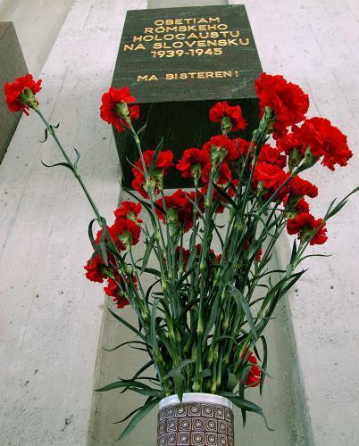 romsky-holokaust2_sitaap.jpg