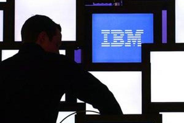 Na spoločnosť IBM je podľa ministerstva financií podaný podnet na európskom protikorupčom úrade. Firma o tom vraj nevie. Podnet potvrdzuje aj bývalé vedenie rezortu.