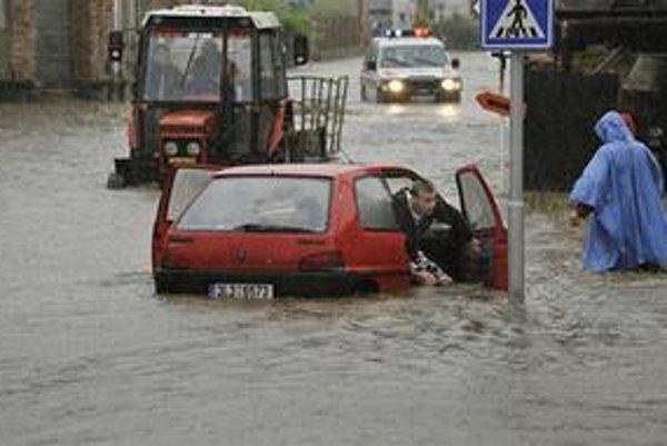 Povodne cez víkend postihli veľkú časť Európy.