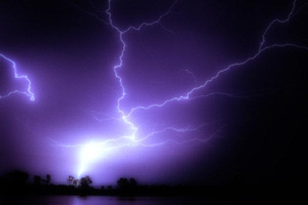 V budúcnosti nás možno čakajú silné búrky. Alebo požiare.