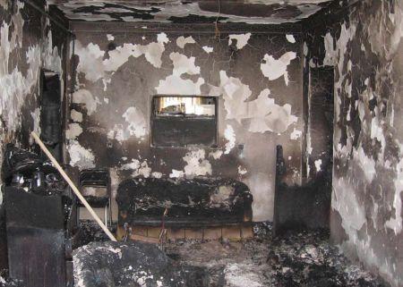9_podpaleny_dom2008.jpg