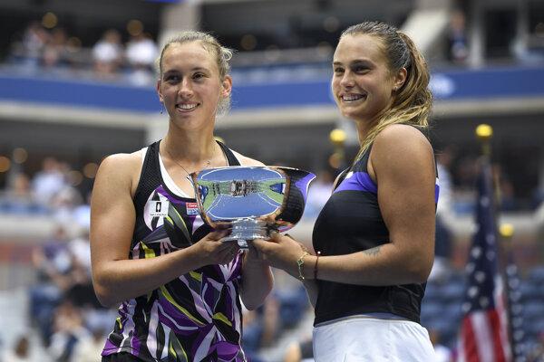 Elise Mertensová (vľavo) spolu s Arenou Sabalenkovou zvíťazili vo finále štvorhry na US Open 2019.