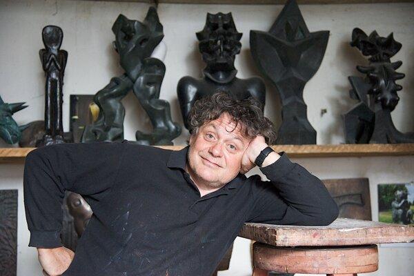 Jaroslav Róna je významný český umelec. V Bratislave má prvú samostatnú výstavu vo White&Weiss Gallery