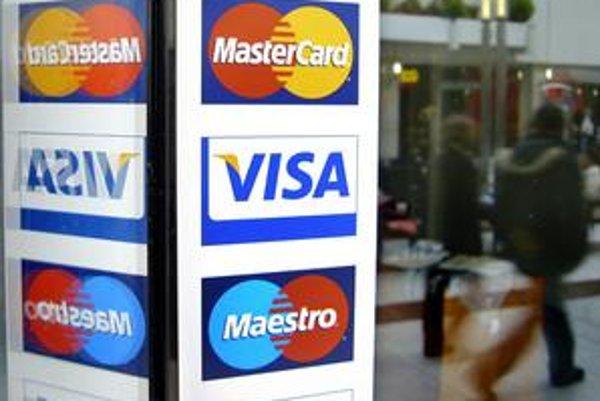 Pre únik informácií o kartách od španielskeho spracovateľa transakcií banky v Európe zablokovali už tisícky kariet.