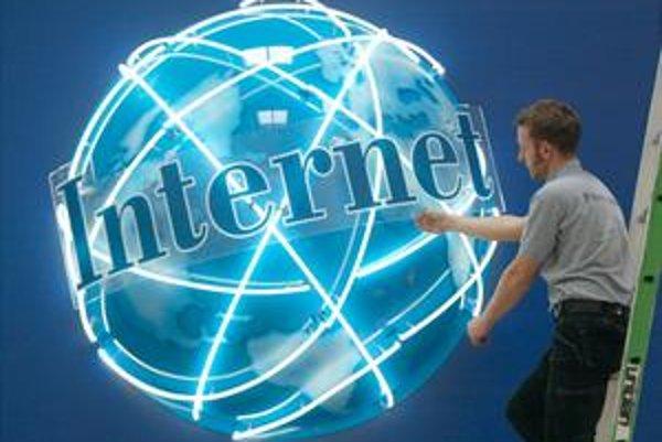Základy dnešnej podoby internetu boli položené pred 40 rokmi. Súčasná podoba internetu má 20 rokov.
