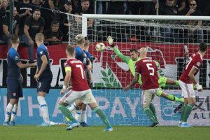Na snímke vyrovnávajúci gól Maďarska v zápase kvalifikácie na EURO 2020 Maďarsko – Slovensko.