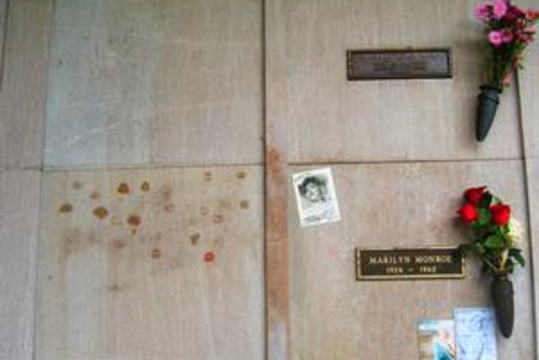 Miesto nad ostatkami Marilyn Monroe vydražila rodina Richarda Ponchera.