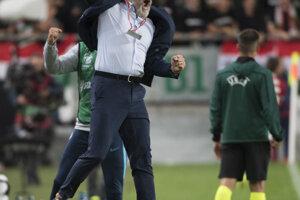 Radosť trénera Pavla Hapala po víťazstve 2:1 v zápase kvalifikácie na EURO 2020 Maďarsko – Slovensko.