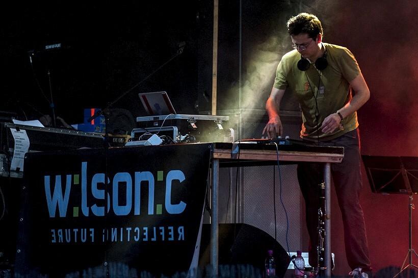 wilsonic-820.jpg