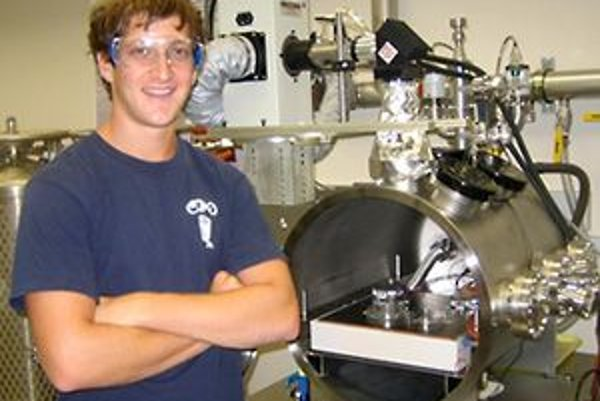 David Smith, ktorý inšpiroval výskum tímu A. Schuergera z Floridskej univerzity, za ním marsovská simulačná komora. Smitha na výskum života v kozme zlákalo čítanie kníh Carla Sagana.