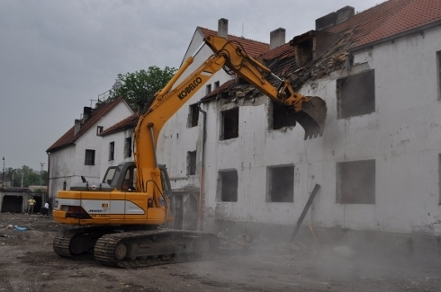 demolacia-poskodenej-bytovky-v-trnave2.jpg
